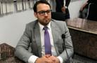 Lei proposta por Márcio Oliveira obriga afixação visível dos nomes de todos os servidores e da escala de plantão nos postos de saúde