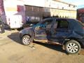 Colisão entre dois carros deixa motorista preso às ferragens na Capital