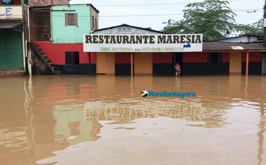 Vídeo: Rio Madeira já cobre parte da Avenida Rogério Weber e encosta no muro do TRE e Justiça Federal