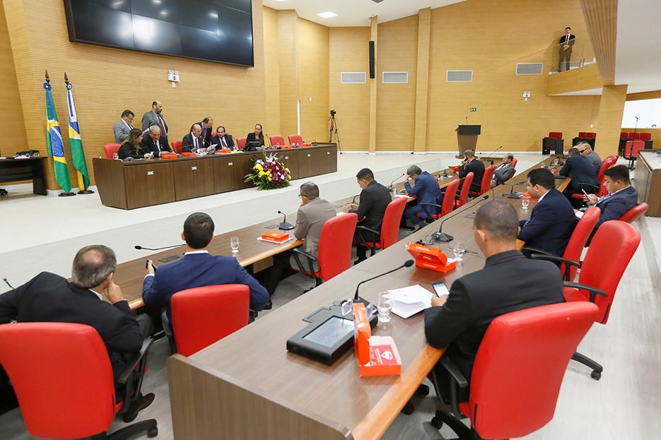 ALE derruba veto do Executivo e cassa benefícios fiscais, logísticos e concessão de terras a Jirau e Santo Antônio