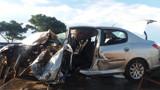 Motorista embriagado colide com carro na BR-364 e fica preso às ferragens