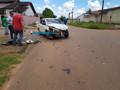 Mulher invade preferencial e colide na lateral de caminhão boiadeiro