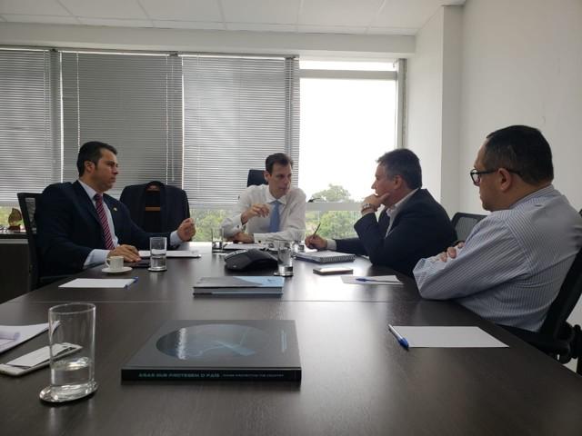 Marcos Rogério cobra celeridade na construção dos aeroportos no interior