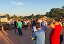 População fecha a BR-364 em Extrema em protesto por retorno de aulas