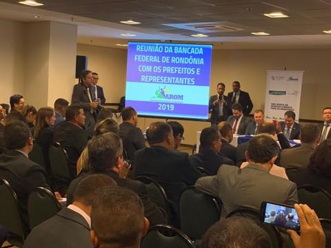 Em reunião com bancada federal, prefeitos pedem apoio para infraestrutura, convênios e destinação de emendas coletivas
