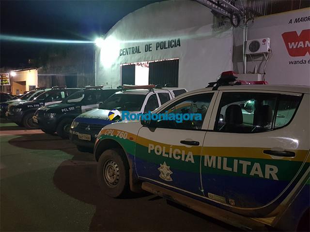 Policiais flagram homem espancando a esposa na Capital