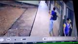 Vídeo: Criminosos invadem escola, fazem arrastão e fogem com mais de 50 celulares