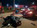Colisão frontal entre carro e moto deixa vítima com fratura exposta