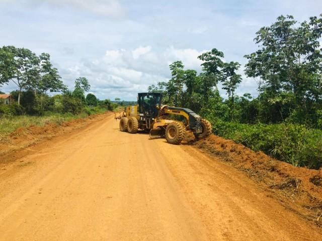 Comunidades rurais recebem serviços de limpezas em Porto Velho
