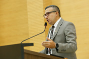 Alex Silva apresenta projeto que garante acolhimento para mulheres vítimas de violência sexual