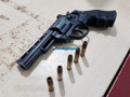 Dupla suspeita de assaltos é detido com arma de brinquedo e droga