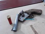 Dupla é presa com arma caseira após perseguição