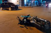 Motorista avança preferencial, causa acidente e foge após intimidar populares com arma