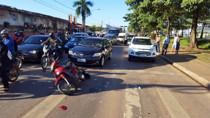 Motociclistas ficam feridos em colisão com carro em Porto Velho