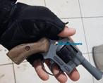 Ciclista é preso com revólver após roubar mochila de estudante em parada de ônibus na Capital