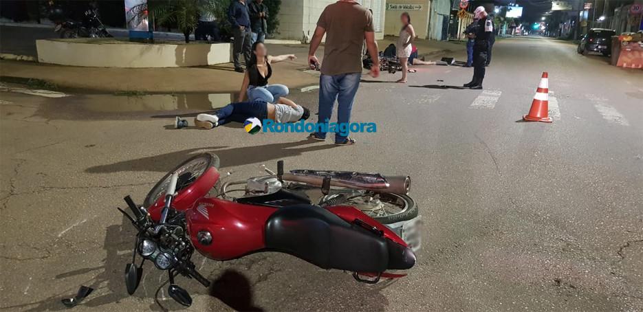 Vídeo: Motorista de carro atropela motociclistas e foge sem prestar socorro em Porto Velho