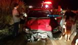 Vídeo: Motorista atropela casal em moto na BR-364, abandonado carro e foge a pé