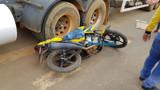 Mototaxista fica preso em roda de carreta carregada de combustível em Porto Velho