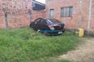 Após denúncia, Polícia prende homem com carro roubado escondido no quintal de casa