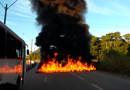 Vídeo: Encapuzados incendeiam pneus e fecham a BR-364 em Porto Velho