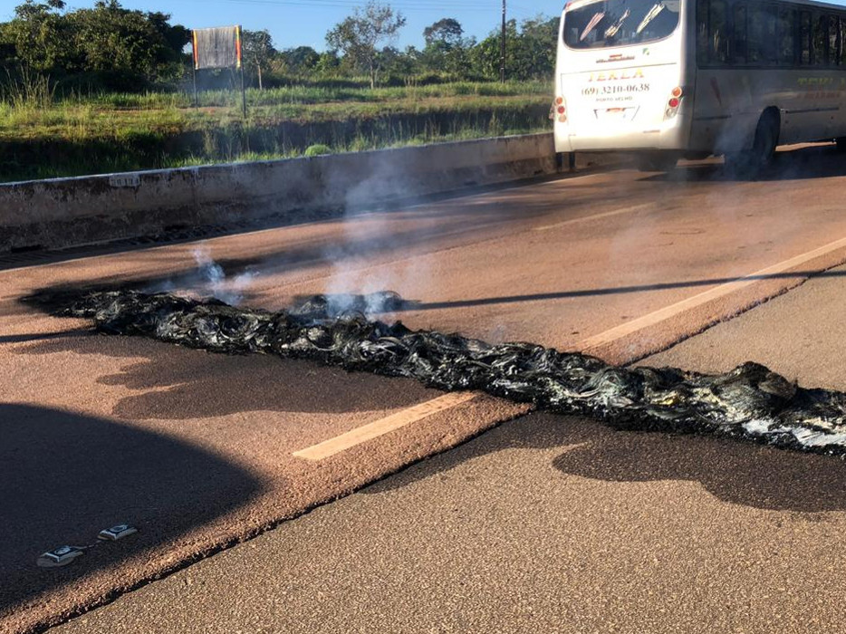 Polícia identifica encapuzados que incendiaram pneus e fecharam a BR-364