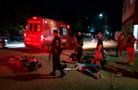Grave colisão entre motos deixa uma mulher com fratura exposta