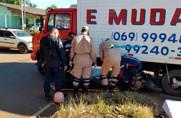 Vídeo: Motociclista e filho são arrastados por caminhão após grave acidente