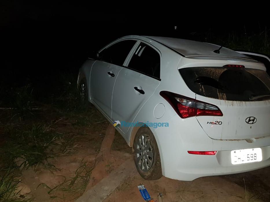 Bandidos armados com fuzis atiram em policiais durante perseguição