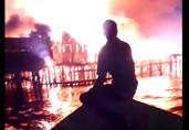 Vídeo: Incêndio destrói comércio em cidade da Bolívia na divisa com Costa Marques