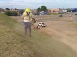 Prefeitura inicia trabalho de limpeza na avenida Jorge Teixeira
