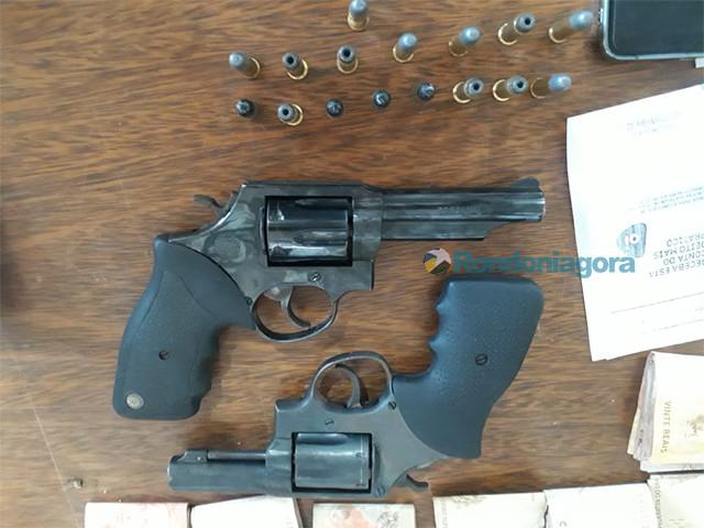 Denarc prende mulher com armas e traficante na Zona Leste