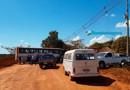 Moradores e caminhoneiros bloqueiam acesso na Estrada da Penal em protesto por asfalto