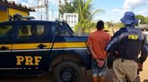 Motorista sob efeito de cocaína é preso pela PRF transportando tabletes de maconha