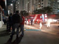 Vídeo: casal briga em carro e na rua e sobra até para o motorista de aplicativo
