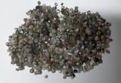 Casal é preso com quase duas mil pedras de diamante