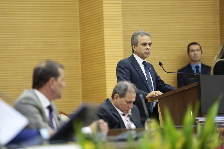 Emoção e homenagens marcam Sessão Solene que comemorou os 36 anos da primeira Constituição Estadual