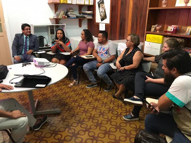 Imigrantes e refugiados: Vereadora Joelna Holder se reúne com grupo de especialistas