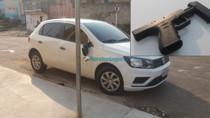 Dupla é presa pelo Denarc em ação no Bairro Areal; criminoso tentou atropelar policiais e bateu em poste