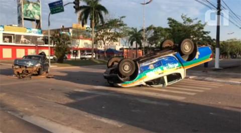 Viatura da PM capota após grave acidente em Porto Velho