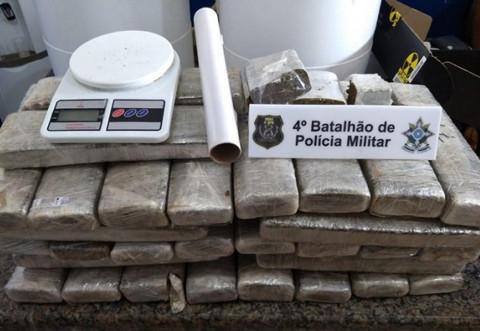 PM apreende 33 quilos de maconha e mais de R$ 400 mil durante operação