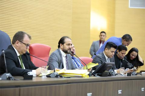 Presidente da Assembleia determinou agilidade na votação do projeto que garantiu piso nacional a professores