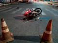 Motorista avança sinal vermelho e causa grave acidente envolvendo motociclista na Capital