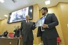 Deputado Jean Oliveira entrega o Título de Cidadão Honorífico de Rondônia a Dezival Ribeiro