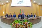 Conselheiro Edilson Silva e desembargador Renato Mimessi recebem a mais alta comenda da Assembleia