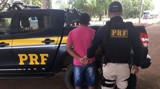 PRF prende dois foragidos e flagra homem com habilitação falsa