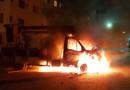 Vídeo: Bandidos incendeiam caminhão da Emdur no Orgulho do Madeira