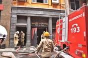 Três bombeiros morrem durante combate a incêndio no Rio