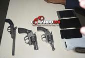 Durante roubo em residência dois assaltantes morrem, um fica ferido e dois são presos após troca de tiros com a PM