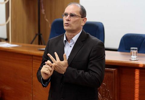 Ex-governador exige apuração de áudios envolvendo delegado; jornalistas disponibilizam conversas