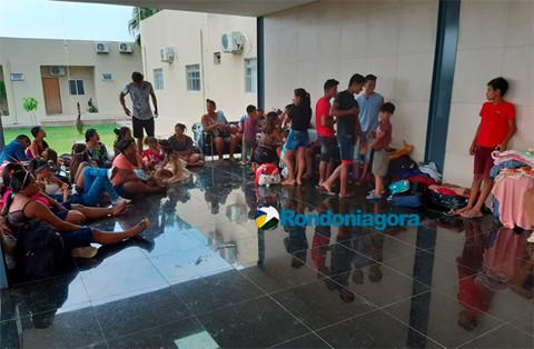 Índios acampam na Câmara em protesto por abandono